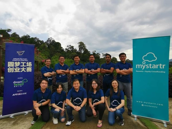 MyStartr Group Photo taken in Retreat 2020. The person who squats in the middle of the front line is MyStartr founder and CEO, Goh Boon Peng