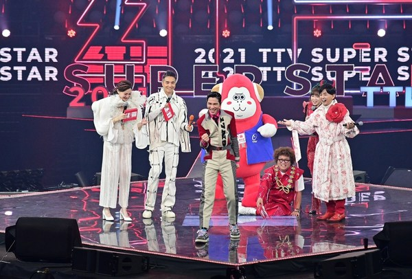Opening with Jam Hsiao & TTV Super Star Hosts/ photo credit: MAGPIE Entertainment Ltd.