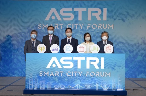 (From left) Dr Lucas Hui, ASTRI Acting Co-CEO cum CTO; Ir Sunny Lee, ASTRI Chairman; Honourable Secretary for Innovation and Technology Mr Alfred Sit; Ms Rebecca Pun, Commissioner for Innovation and Technology; and Dr Martin Szeto, ASTRI Acting Co-CEO cum COO kick off ASTRI's Smart City Forum.
