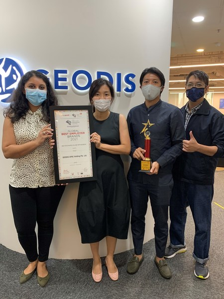 """GEODIS wins the """"Best HR Strategy In Line With Business"""" in Asia-Pacific. In picture (from left to right): Shweta Navani, Anne Tan, Marc Khoo, Joel Shoo."""