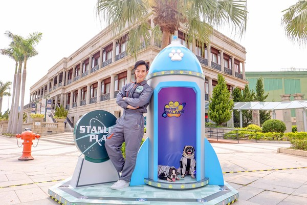 From 31 March to 30 April, Stanley Plaza is hosting the 'Paws Galaxy' campaign, giving visitors and their pets a series of playful days by the sea. Famous local animal illustrator LeonLollipop has tapped actor Tony Hung's collie Coco as the adorable 'astrodog' protagonist of a 2.4-metre-tall selfie wall.