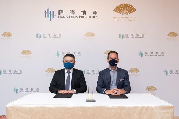 Mr. Weber Lo, Chief Executive Officer of Hang Lung Properties (left) is joined by Mr. James Riley (right), Group Chief Executive of Mandarin Oriental, at the signing of the agreement to bring Mandarin Oriental to Hang Lung's luxury Westlake 66 development in Hangzhou.