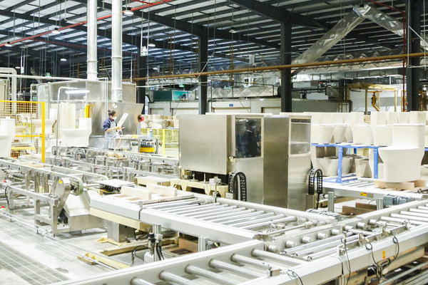 The 5G automatic glazing workshop of JOMOO smart factory