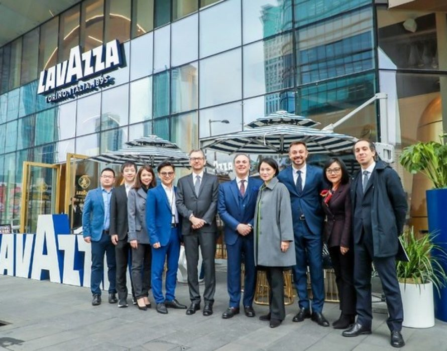 Yum China and Lavazza Group Welcome the Ambassador of Italy to China to Lavazza Flagship Store in Shanghai