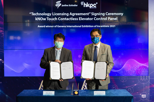 """On 31 March 2021, Mr Noky Wong, Managing Director of Schindler Lifts (Hong Kong) Limited and Mr Mohamed Butt, Executive Director of HKPC sign the technology licensing agreement to promote the wider application of """"kNOw Touch – Contactless Elevator Control Panel"""" solution."""