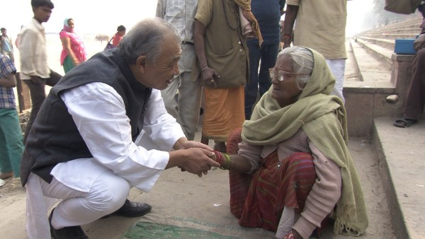 WHO Goodwill Ambassador for Leprosy Elimination Yohei Sasakawa (left) seen on one of his many visits to India, the country accounting for more than half the world's annual new cases of leprosy.