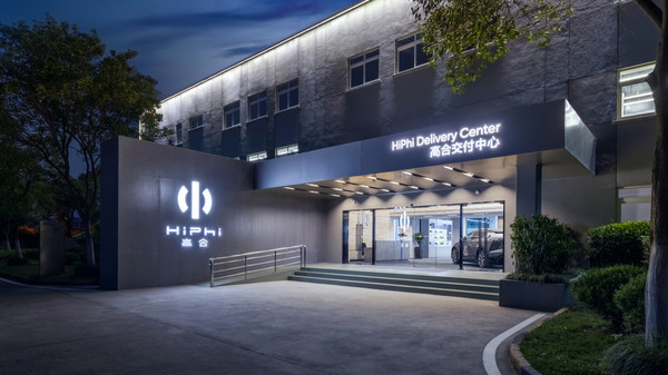 To support deliveries to users, delivery centers in Shanghai, Beijing, Guangzhou, Shenzhen, Hangzhou, and Yancheng have already begun operations. By the end of May, there will be 85 completed experience centers, delivery centers, service centers, and service outlets, with that number expanding to 120 before the end of the year.