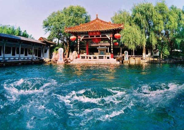 Ji'nan is a world-renowned city of springs and this picture is taken at Baotu Spring, one of Ji'nan's three major attractions.