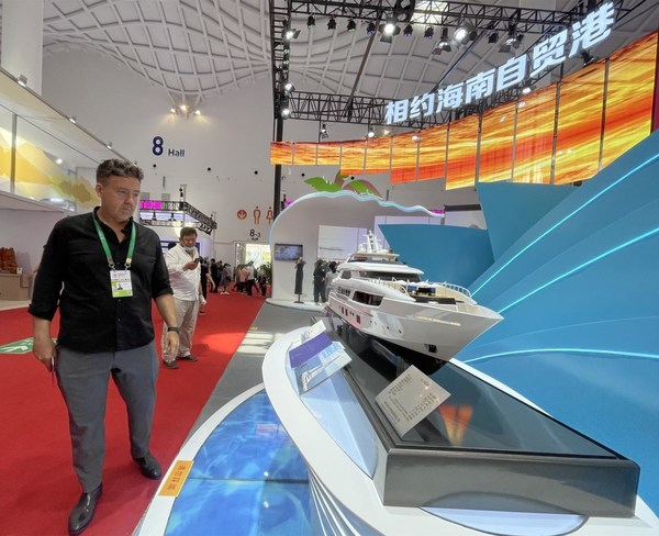 A visitor was attracted by the yacht exhibition at the first China International Consumer Products Expo held in Haikou, the capital city of China's southernmost province Hainan.