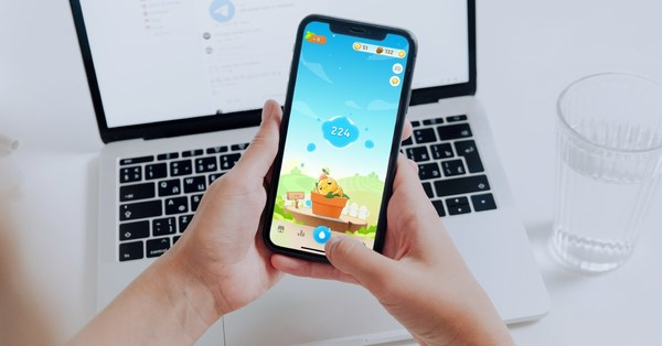 Fourdesire is now relaunching Plant Nanny² with premium features. Users can subscribe to the new daily hydration plan, an ads-free version that enables them to create and grow their own customized plant with unique personality and dialogue pop-ups.