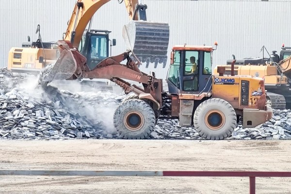 XCMG Delivers Super Order of 100 Units of LW500FN Wheel Loaders to BRI Countries in Southeast Asia.