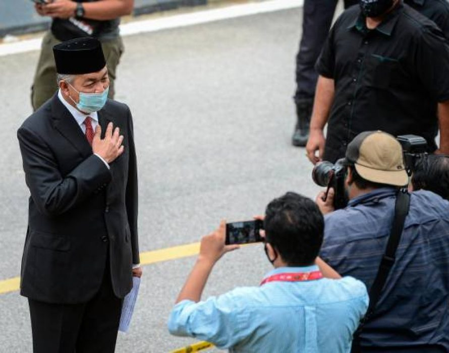 More political leaders meet Agong on day three of audience