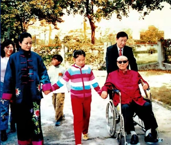 File photo of Xi Jinping (R, rear) with his father Xi Zhongxun (R, front), his wife Peng Liyuan (L, front) and his daughter (C, front).