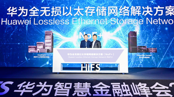 Kevin Hu, President of Huawei Data Communication Product Line and Peter Zhou, President of Huawei IT Product Line jointly launch NoF+
