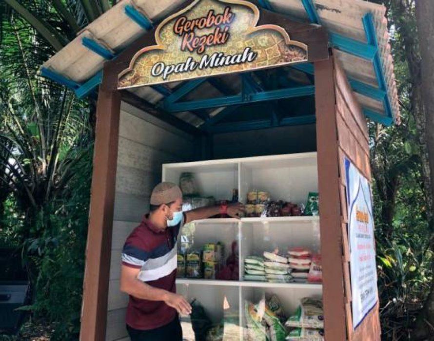 'Gerobok rezeki opah Minah' provides free foodstuff for needy