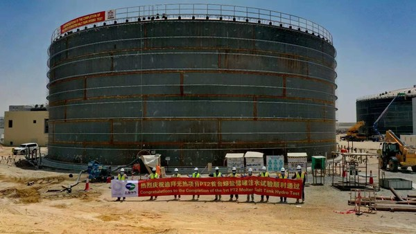 On-site workers celebrated the completion of the first molten salt tank hydro test for the Parabolic Trough Plant-II (PT2) of the fourth phase of Mohammed bin Rashid Al Maktoum Solar Park