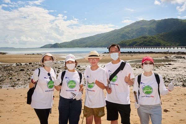 (From left)Andrea Wong, AXA's Chief Marketing & Customer Officer; Sally Wan, AXA's Chief Executive Officer; Lance Lau, Hong Kong youth climate activist; Kevin Chor, AXA's Chief Life and Health Insurance Officer and Isabel Lam, AXA's Chief People and Corporate Management Officer, took part in the beach clean-up at Tung Wan, Shek Pik in South Lantau with AXA employees and families & friends to combat climate change.