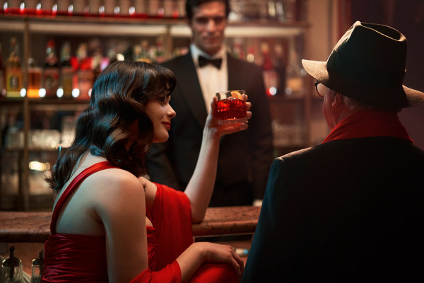 A sneak peak behind the scenes of Campari Red Diaries 2021: Fellini Forward; a short film captured thanks to the collaboration between humans and Artificial Intelligence in a journey set to explore the creative genius of Federico Fellini.