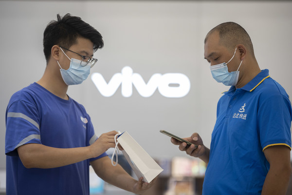 A Dada Now rider picked up the vivo online order