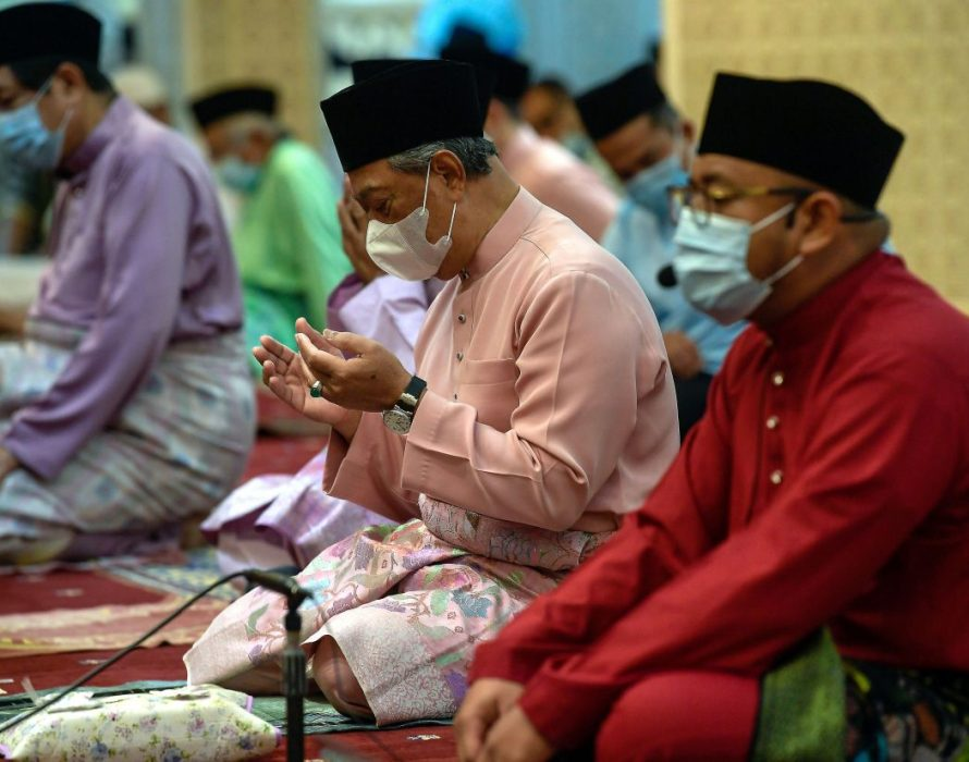 PM Muhyiddin performs Aidiladha prayers at National Mosque