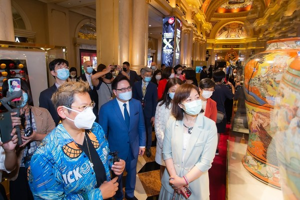 Ceramic curator and artist Caroline Cheng leads guests of honour on a guided tour of Project Sands X: Beyond the Blue – An Exhibition of Ceramic Extraordinaire after the exhibition's opening ceremony Thursday at The Venetian Macao.