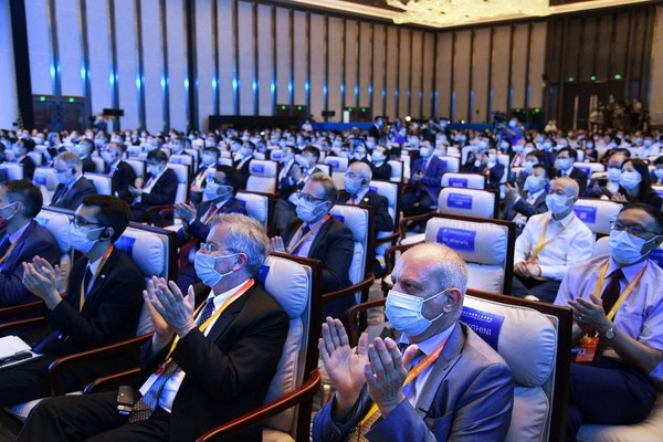 The Second Qingdao Multinationals Summit kicked off on July 15 in Qingdao, China.