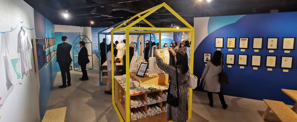 We R Family Foundation Pop-up store which located in Shop B10, Basement, LANDMARK ATRIUM from now till 30th August 2021. The charity pop-up store features a range of Tee's, tote-bags, headwear and designer protective masks, with all proceeds donated to the 333 Learning Companion Leadership Programme.