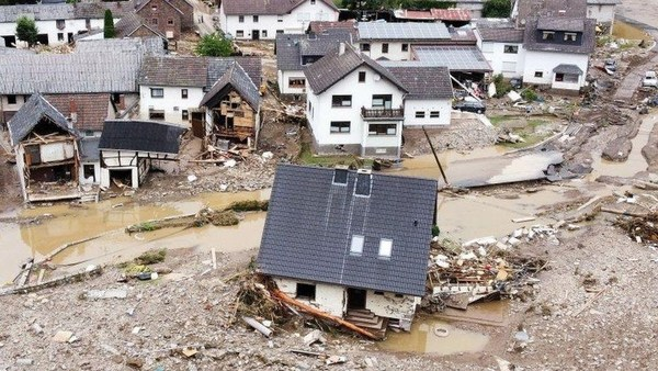 July 2021 image of Germany impacted by devastating floods from 100-year storm. 100年で最大級の豪雨で洪水に見舞われたドイツ(2021年7月)。