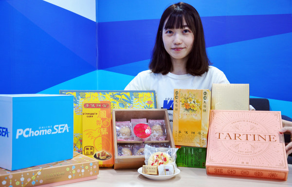 PChomeSEA is dedicating a webpage featuring selected mooncakes brands from Taiwan offering free shipping for purchases over SG$60 and discounts starting at 15% off.