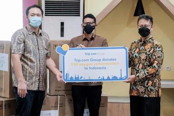 Sandiaga Uno, Minister of Tourism and Creative Economy of the Republic of Indonesia (centre) and Budi Gunadi Sadikin, Minister of Health of the Republic of Indonesia (right)