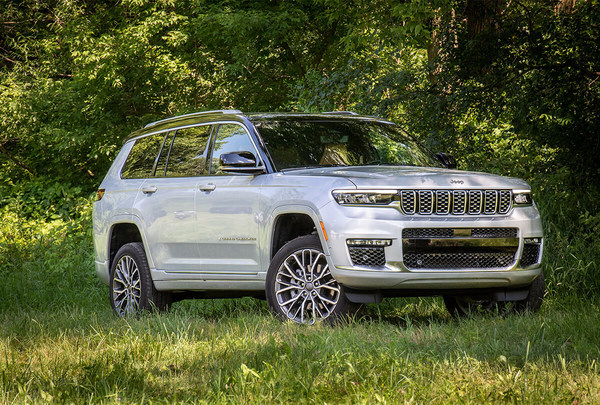 Winner, Module Lightweighting – Stellantis, 2021 Jeep® Grand Cherokee Composite Tunnel Reinforcement is designed to carry a critical load path, achieves a 40 percent weight savings on the component itself, and a further 20 percent on the subsystem.