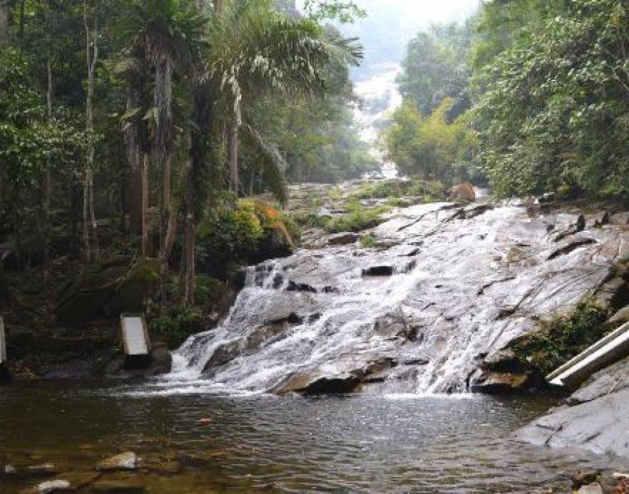 Beware of headwater phenomenon while swimming in rivers, waterfalls