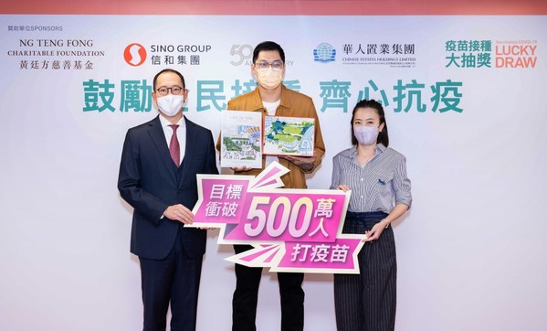 Mr Daryl Ng, Director of Ng Teng Fong Charitable Foundation Limited, and Ms Chan Hoi Wan, Chief Executive Officer of Chinese Estates Holdings Limited officiated the prize presentation ceremony and congratulated the Grand Prize winner.