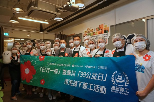 Following strict safety protocols, our volunteers repurposed rescued food items in Food Angel's central kitchen in Sham Shui Po, and prepared a total of 2,183 nutritious hot meals and food packs, which were distributed to people in the needy community in Hong Kong.