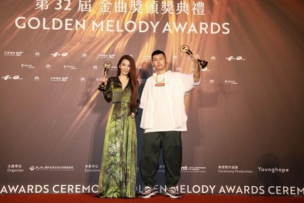 Soft Lipa (right) won the Best Male Singer (Mandarin) and Hebe Tien (left) won the Best Female Singer (Mandarin)_photo credit TTV